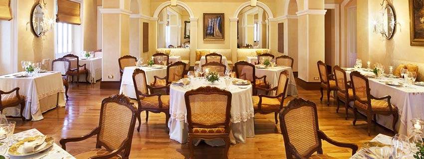 Restaurant at Taj Falaknuma Palace, Hyderabad