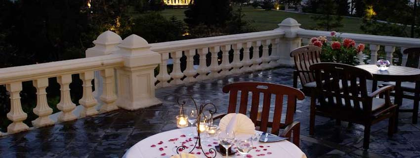 Open Air Dining at Ananda in the Himalayas