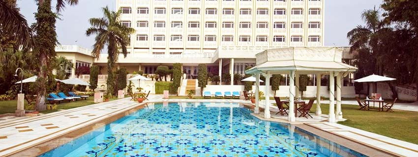 Swimming Pool at The Gateway Hotel, Agra