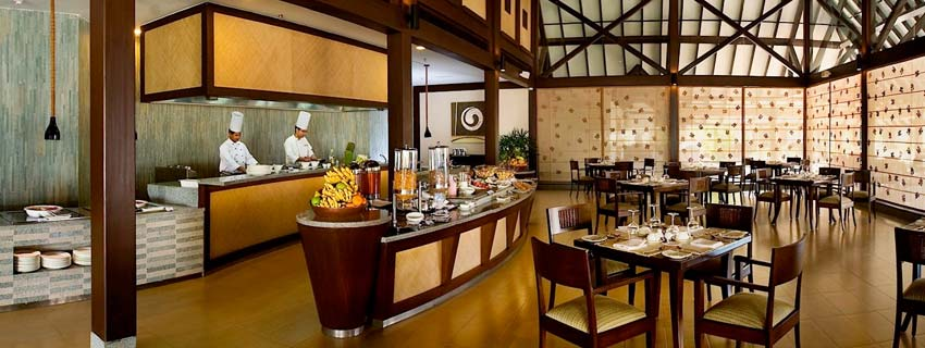 Restaurant at The Lalit Luxury Resort and Spa, Kerala